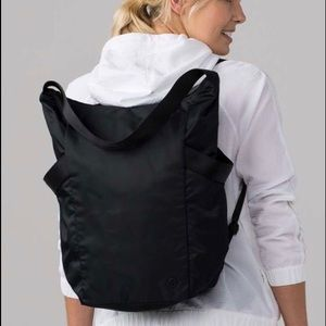 Lululemon Enroute Bag II and Shoe Bag black